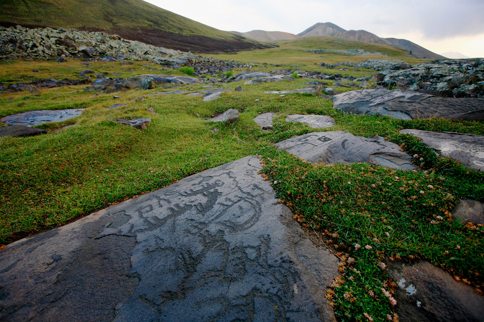 http://peopleofar.files.wordpress.com/2013/12/neolithic-petroglyphs-in-ukhtasar-mountains-armenia.jpg